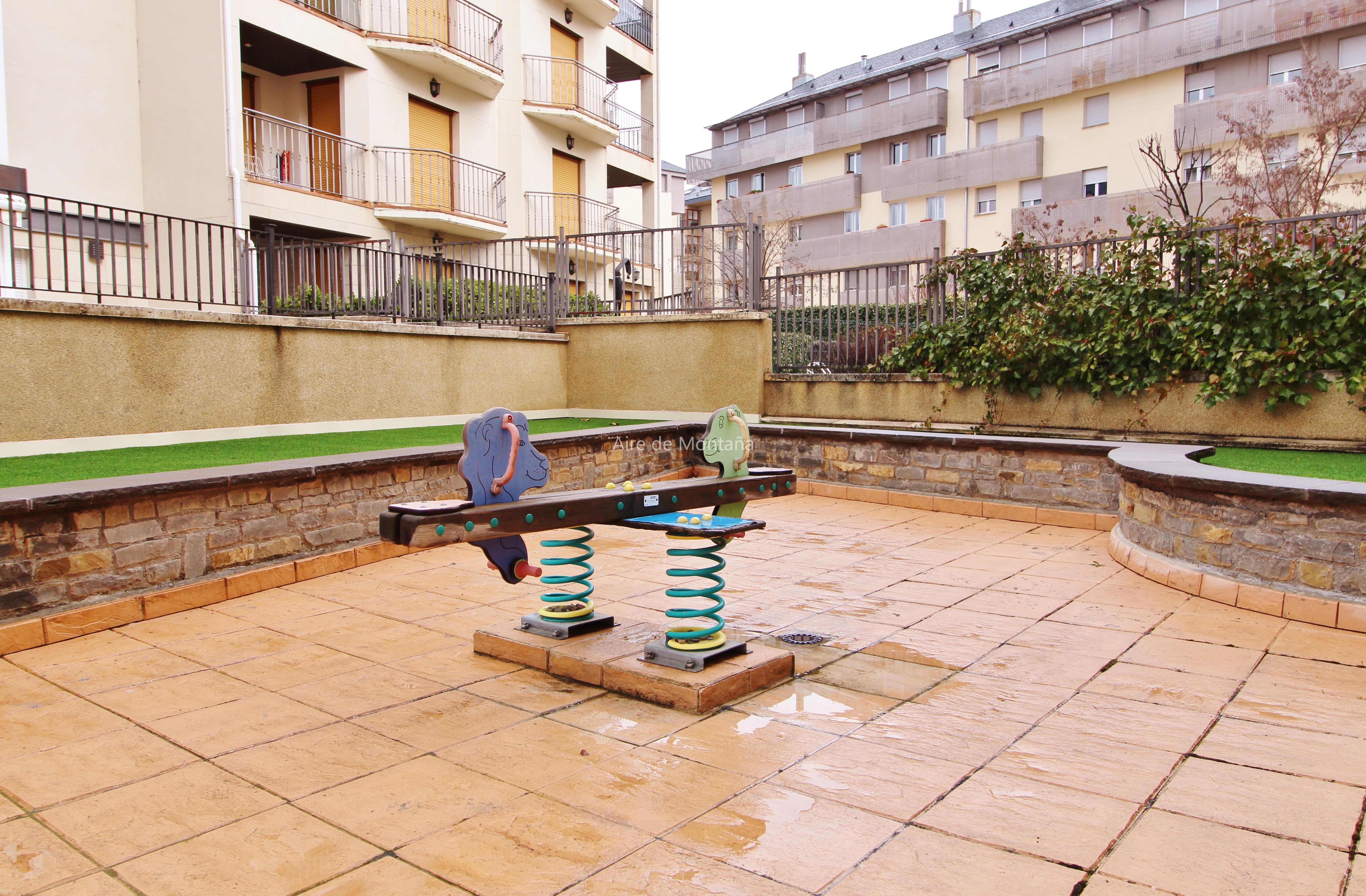 Piso en urbanizaci n con piscina aire de monta a - Pisos con piscina en madrid ...